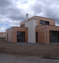 Maison bois moderne constituée de volumes en cubes